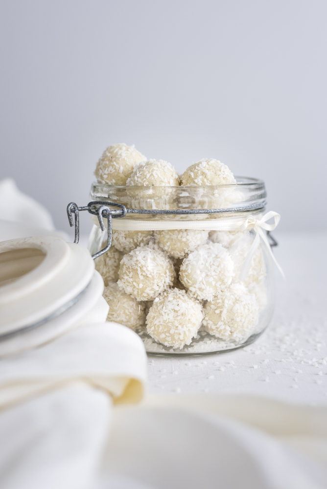Quick 5 Ingredients White Chocolate Coconut Protein Truffles
