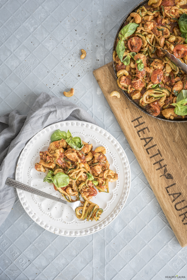 Keto Chicken Zoodles by Healthy Laura Food Photography & Styling. My keto zoodles, keto dinner recipes, zuchini recipes, zuchinni recipes keto, zuchinni paleo, paleo pasta, yummy paleo, keto healthy recipes, keto pasta, paleo recipes and keto pasta alternative. #ketorecipes #ketodinnerrecipe #ketozoodles #paleorecipes
