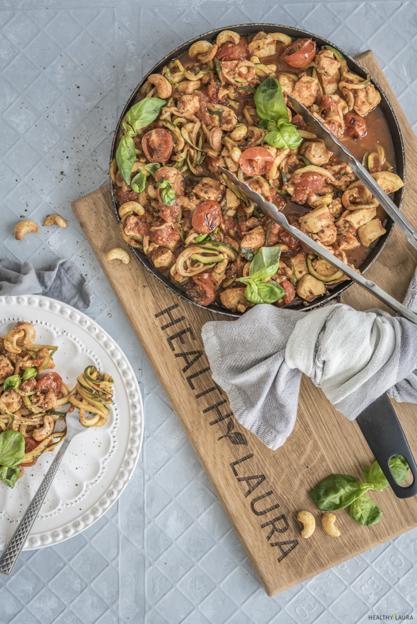 Paleo Chicken Zoodles by Healthy Laura Food Photography & Styling. My keto zoodles, keto dinner recipes, zuchini recipes, zuchinni recipes keto, zuchinni paleo, paleo pasta, yummy paleo, keto healthy recipes, keto pasta, paleo recipes and keto pasta alternative. #ketorecipes #ketodinnerrecipe #ketozoodles #paleorecipes