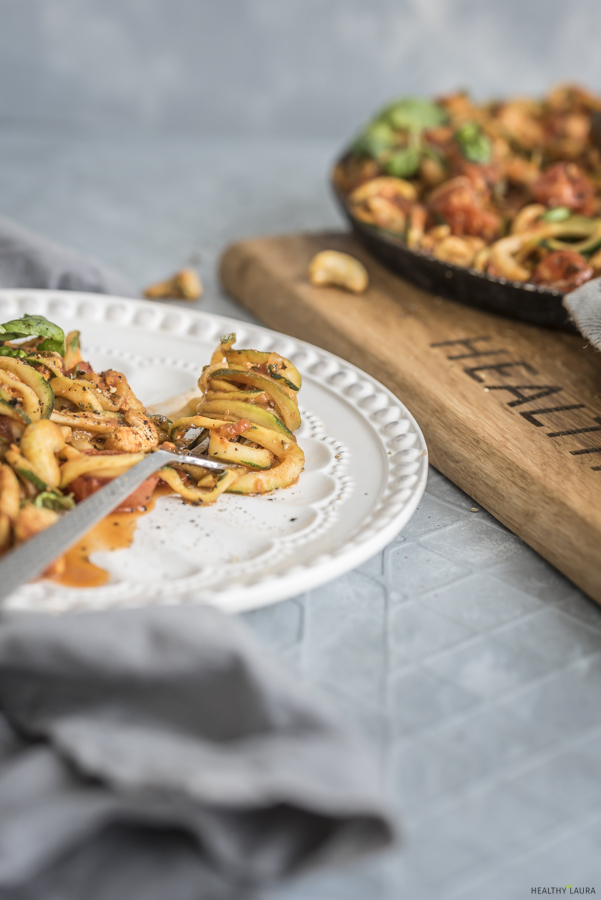 Quick Chicken Zoodles by Healthy Laura Food Photography & Styling. My keto zoodles pasta dinner recipes. #ketorecipes #ketodinnerrecipe #ketozoodles #paleorecipes