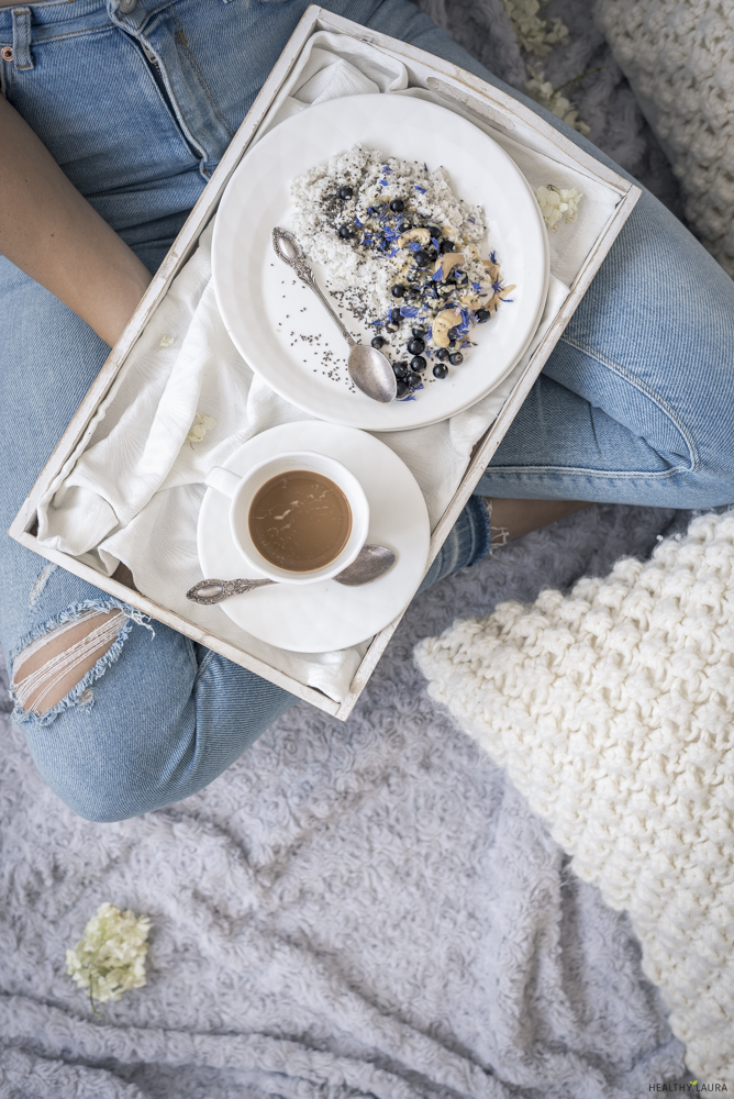 Breakfast in Bed and Instagram Style -  Food Photography & styling composition and my photography inspiration & ideas to blogging inspiration and resources on instagram photography. #foodphotography #foodstyling #foodcomposition #foodblogging #foodblogtips