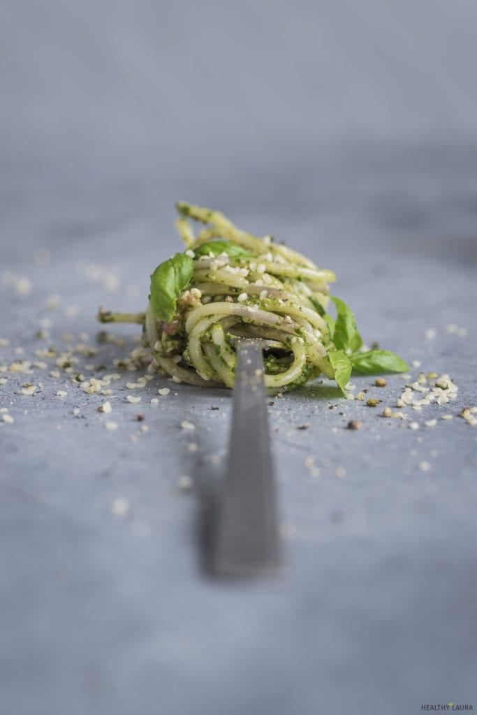 Quinoa Spaghetti by Healthy Laura Food Photography & Food Styling. HealthyLaura @healthylauracom Vegan quinoa pasta with pesto.