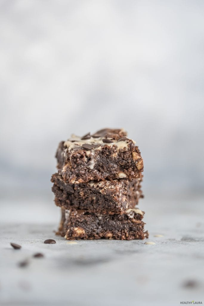 Almond Flour Flourless Brownies by Healthy Laura Food Photography. HealthyLaura @healthylauracom chocolate dairy free healthy marble brownies with tahini and chocolate chips. It's an easy dairy free recipes vegan, quick healthy no bake vegan, easy paleo brownie, gluten-free, grain free sweet treat with honey or maple syrup. #paleobrownies #tahinibrownies #marblebrownies #flourlessbrownies #healthybrownies
